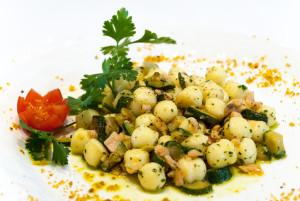Gnocchetti di patate al salmone affumicato e zucchine trifolate