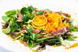 Insalata  Pitti  ( misticanza carote zucchine e prosciutto crudo a julienne)